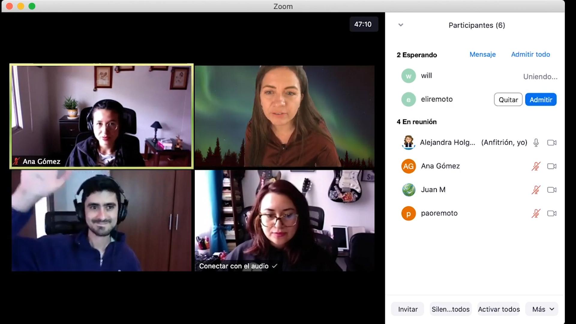 Vista con cuatro participantes en Zoom.
