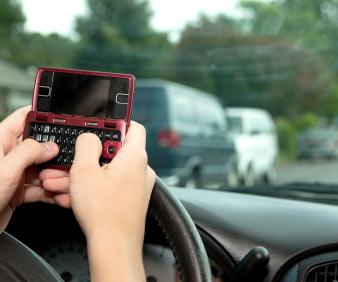 开车时发短信